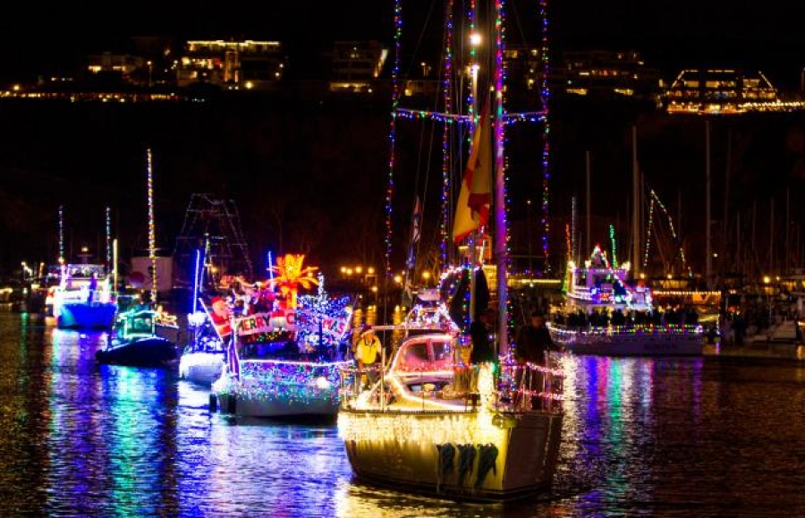HOLIDAY BOAT PARADE PARTY